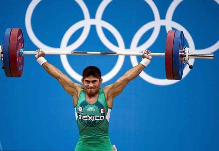 El pesista yucateco Lino Montes no competirá en los Juegos Olímpicos Río 2016. (Archivo Mexsport)