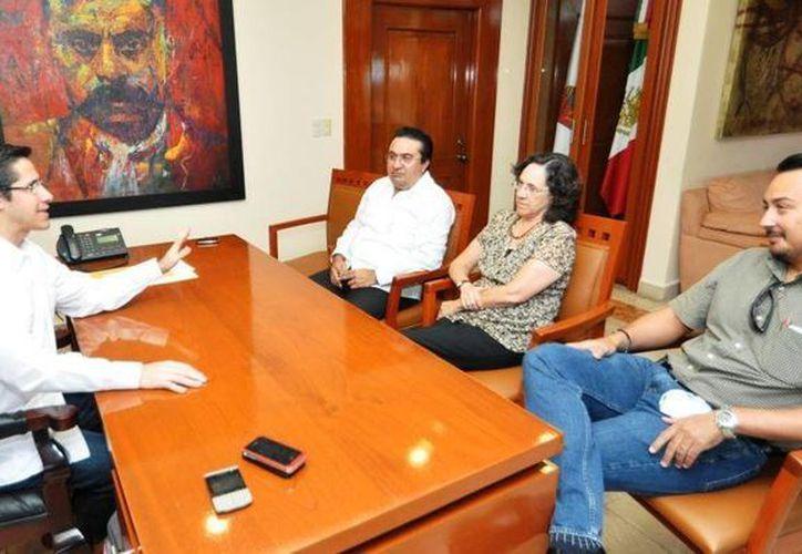 Reunión de las autoridades para planear la integración del POEL. (Cortesía/SIPSE)