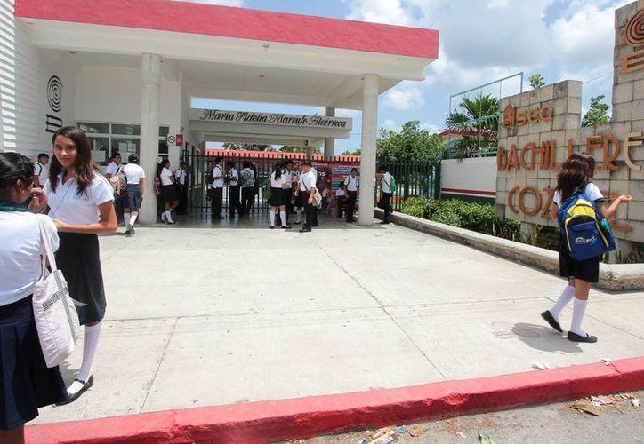 Unos 52 alumnos de nuevo ingreso iniciaron sus clases en el Colegio de Bachilleres de Cozumel desde el pasado 4 de agosto. (Irving Canul/SIPSE)