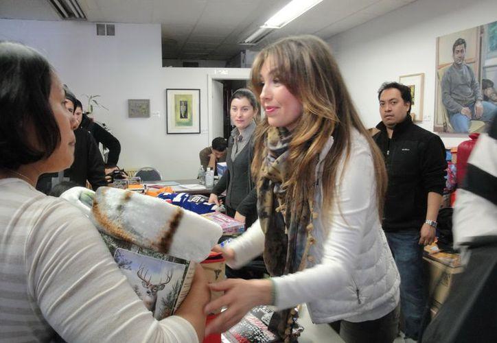 Thalía visitó un centro comunitario en la ciudad de Nueva York. (Notimex)