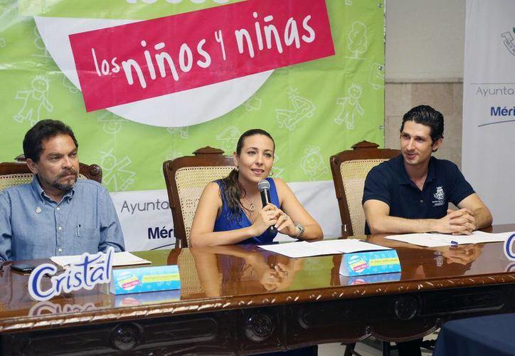 Funcionarios del Ayuntamiento anunciaron el programa de los eventos para festejar a los niños. (Cortesía)