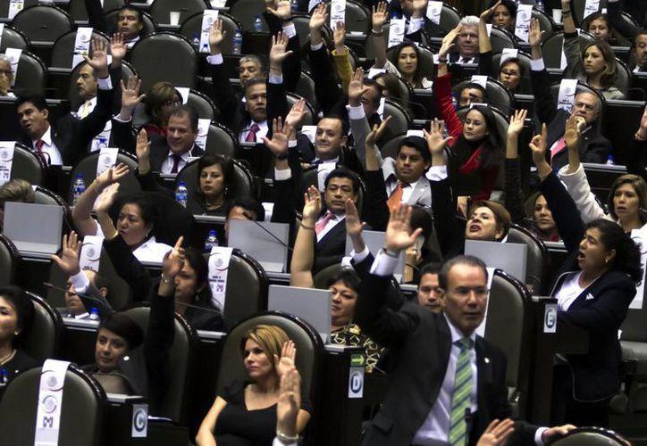 Aprobación de la Ley del Servicio Profesional Docente en la Cámara de Diputados. La nueva ley cuenta con propuestas de la CNTE. (Notimex)