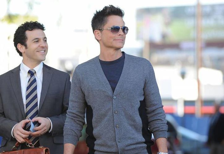 Fred Savage acompañado del actor Rob Lowe en la nueva serie cómica The Grinder. (Agencias)