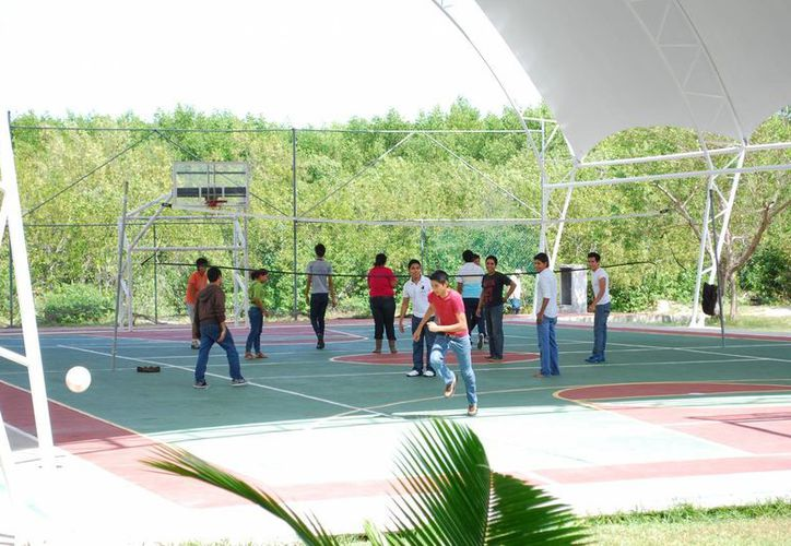 Los alumnos están cansados de las restricciones que han tenido para realizar sus actividades deportivas. (Tomás Álvarez/SIPSE)