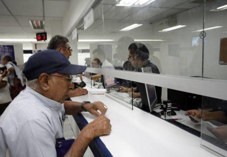 En promedio, cada empleado con Seguro Social aporta 6.5 de su sueldo mensual para su pensión de retiro. (Archivo/SIPSE)