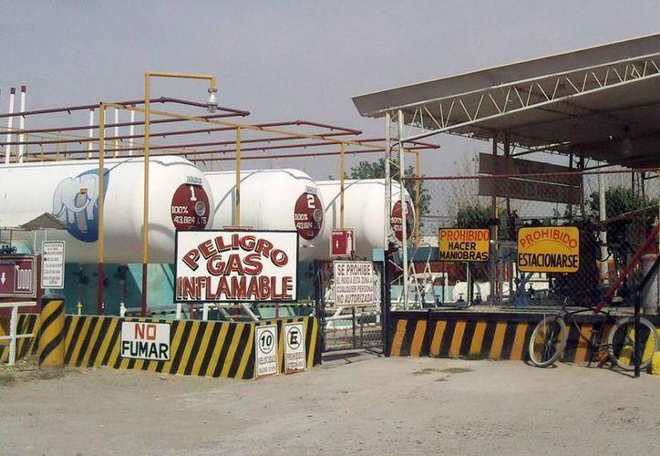 Las empresas yucatecas ya reciben gas para su operación. Imagen de una gasera ubicada en el periférico de Mérida. (Milenio Novedades)