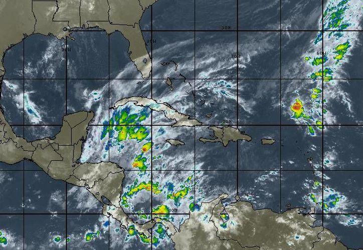 Para hoy se esperan cielo parcialmente nublado, la probabilidad de lluvias es del 60% en Quintana Roo. (Intellicast)