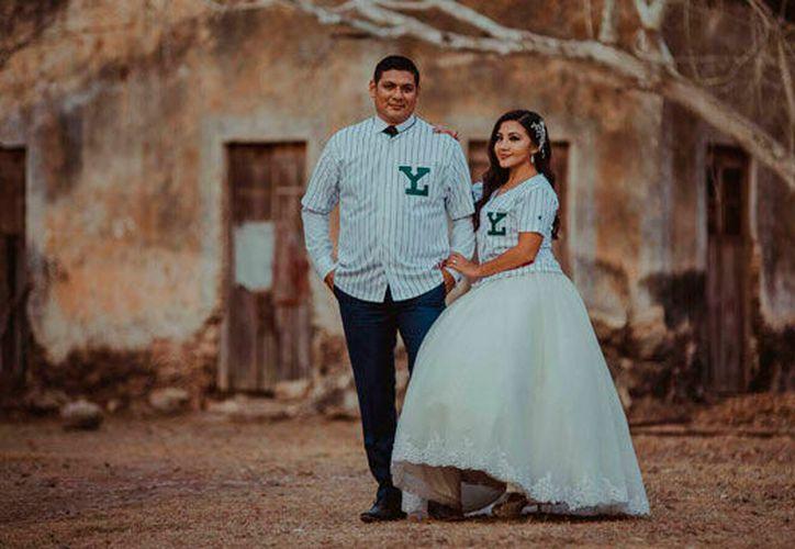 Iván y Ely solían asistir a todos los partidos de Leones como novios. Ahora lo harán como esposos. (Leones de Yucatán)