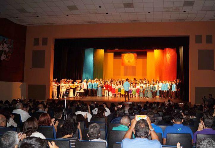 Se tiene programado un concierto en el Teatro de Cancún. (Redacción)