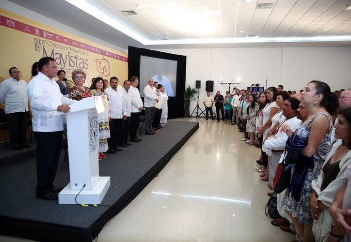 La inauguración del Congreso de Mayistas fue en el Gran Salón del Ayuntamiento de Izamal. (Archivo/SIPSE)