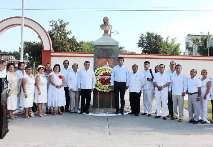 El presidente municipal de Bacalar, José Alfredo Contreras Méndez reconoció el trabajo realizado por la Asociación Civil Bacalar Municipio 10. (Redacción/SIPSE)
