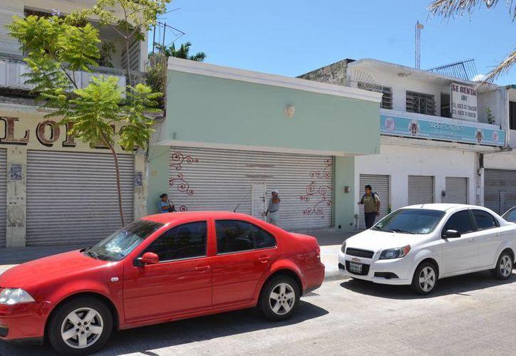 Existen cerca de 500 locales en el Centro Histórico de la Ciudad, que deben cumplir con el nuevo reglamento para la zona. (Gerardo Amaro/SIPSE)