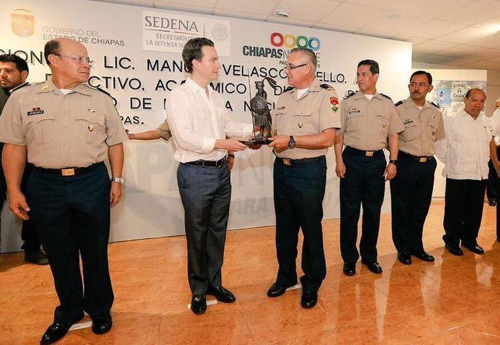 El gobernador de Chiapas, Manuel Velasco, anfitrión del Colegio de la Defensa Nacional, que imparte cursos en el estado. (Hermes Chávez/Milenio)