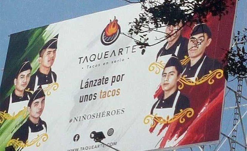 Una taquería de la Ciudad de México decidió hacer su publicidad patria. (Twitter).