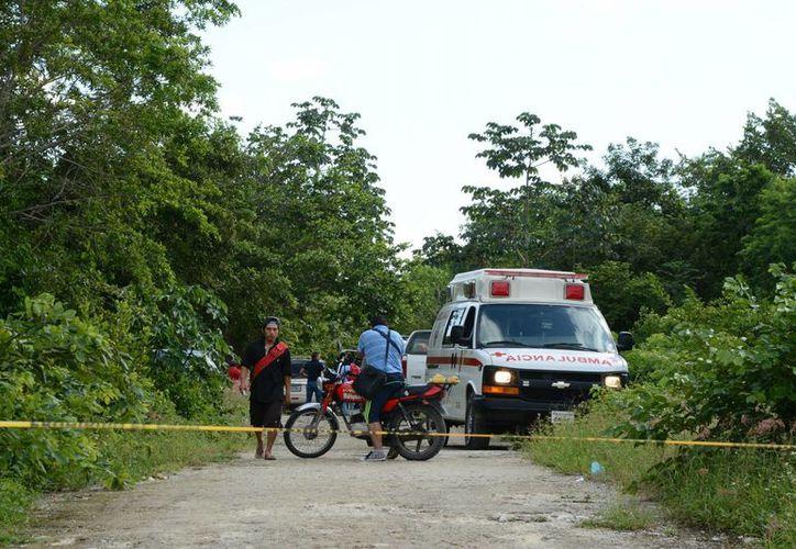 El cuerpo fue hallado flotando en una sascabera que se encontraba llena de agua. (Victoria González/SIPSE)