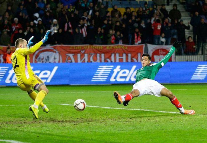 La Selección Mexicana cayó 2-3 ante su similar de Bielorrusia, en Minsk. La imagen es del primero del primero de los dos goles de Raúl Jiménez. (AP)