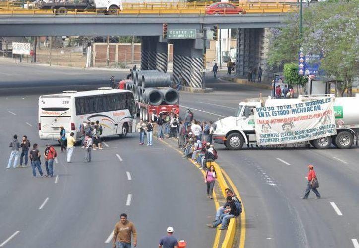 Los manifestantes indicaron en Morelia que la toma de casetas se mantendrá hasta las 16:00 horas. (Notimex/Foto de contexto)