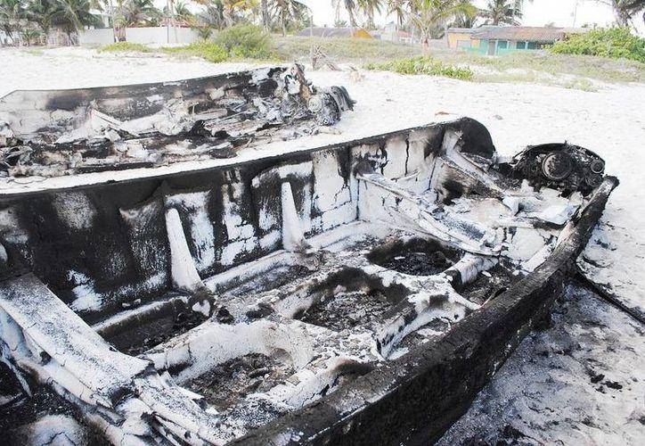 Tras el enfrentamiento entre pescadores en San Felipe, varias embarcaciones fueron quemadas y varias personas resultaron lesionadas por balazos además de que una murió. (SIPSE)