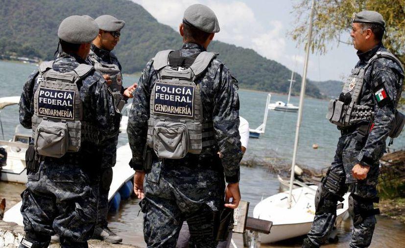 Efectivos de la Gendarmería durante un operativo de vigilancia de las actividades económicas y turísticas en Valle de Bravo, Edomex. (Achivo/Notimex)