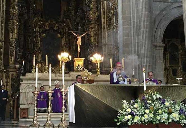 Este domingo el nuevo nuncio apostólico en México, Franco Coppola, encabezó su primera misa en la Catedral Metropolitana de la Ciudad de México. (Excélsior)