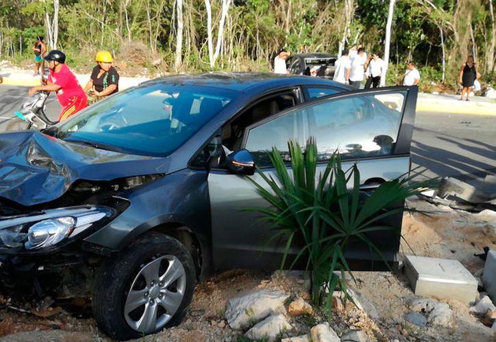 El conductor intentó escapar a pie, abandonando su vehículo. (Redacción/SIPSE)