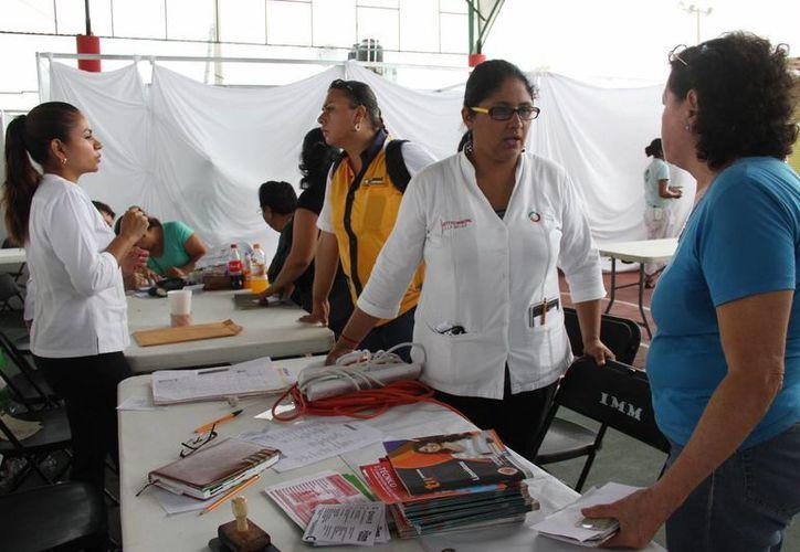 En la feria se ofrecieron servicios médicos gratuitos. (Consuelo Javier/SIPSE)