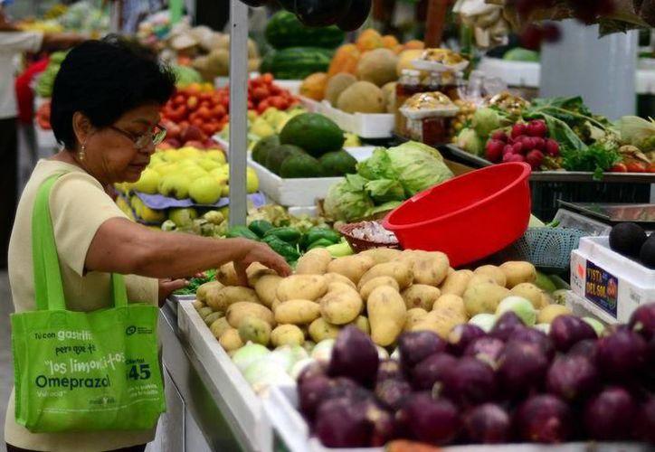 Los yucatecos perciben sueldos por debajo de la línea de bienestar para productos básicos. (Milenio Novedades)