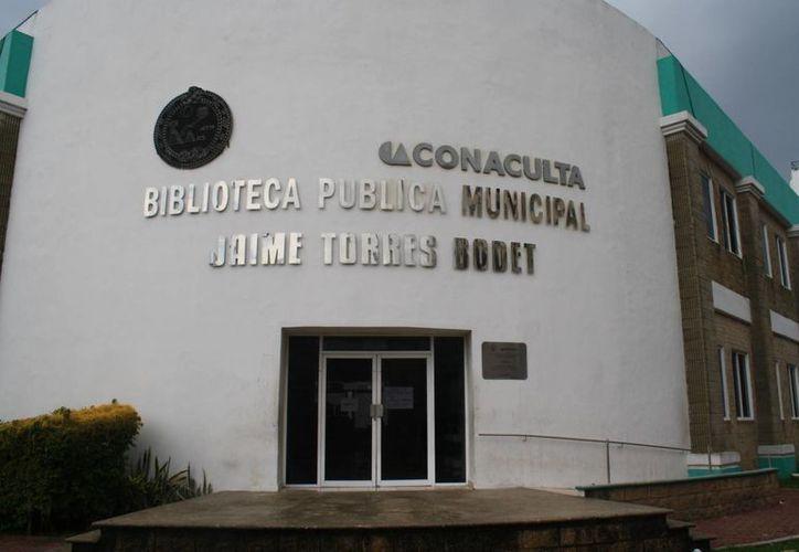 La biblioteca permanece cerrada; no hay fecha para que sean reanudadas las actividades. (Loana Segovia/SIPSE)