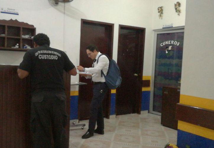 El ex funcionario seguirá internado en la clínica Independencia de Chetumal. (Foto: Joel Zamora)