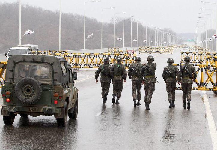 Corea del Sur aseguró estar listo para derribar misiles norcoreanos con su sistema de misiles Patriot, si es que atacan al Sur. (EFE)