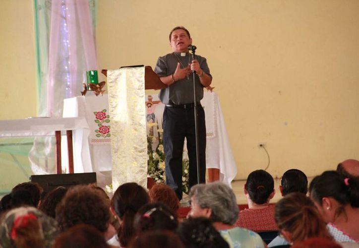 El padre Miguel Medina Oramas durante el IV Congreso Mariano realizado este fin de semana en Mérida. (Jorge Acosta/Milenio Novedades)