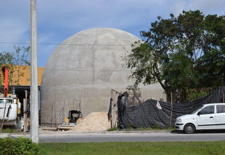 La construcción y equipamiento tecnológico del recinto concluirán en el mes de abril. (Redacción/SIPSE)