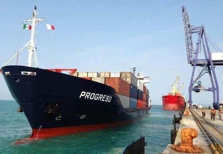 El barco BM Progreso no pudo atracar sino hasta las 14:00 horas del sábado. (Milenio Novedades)