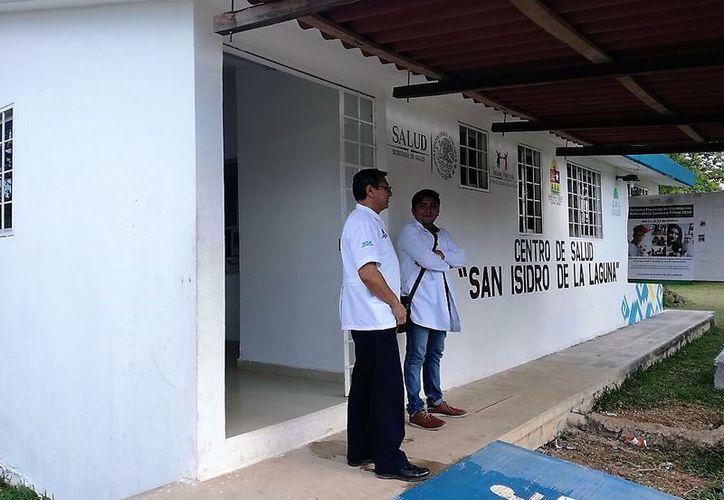 El Centro de Salud de la comunidad de San Isidro la Laguna sólo expide las recetas a quienes van a consulta. (Javier Ortiz/SIPSE)