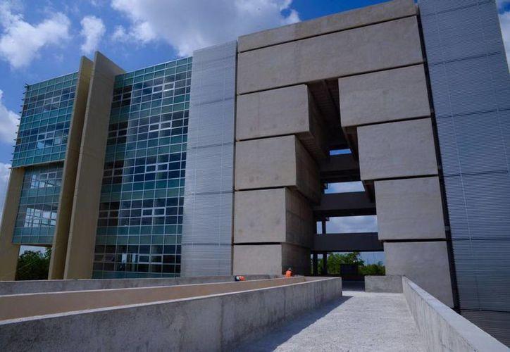 Las clases de la Uqroo ya iniciaron en sede provisional, pero el objetivo es que los estudiantes tengan su propio campus en breve. (Redacción/SIPSE)