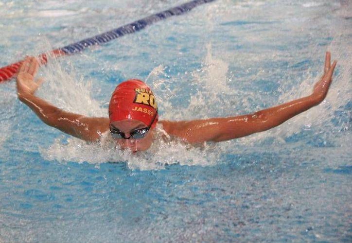 Sebastían Jasso completó la prueba de 100 metros pecho, con tiempo de un minuto, 9 segundos y 21 centésimas. (Ángel Mazariego/SIPSE)