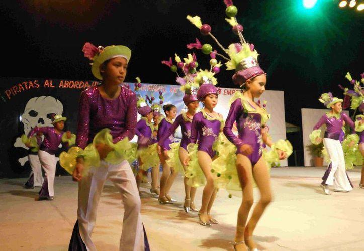 La comparsa del año pasado, que incluso fue elogiada en el Carnaval de Chetumal en una presentación adicional, no participará pues el municipio les quedó mal en cuestiones de pago. (Juan Carlos Gómez/SIPSE)