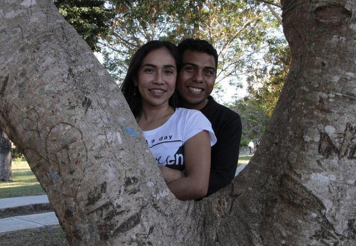 La pareja celebrará hoy la misa de su boda. (Tomás Álvarez/SIPSE)