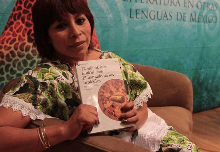 La yucateca dedicó el logro a todas las escritoras mayas. (Notimex)