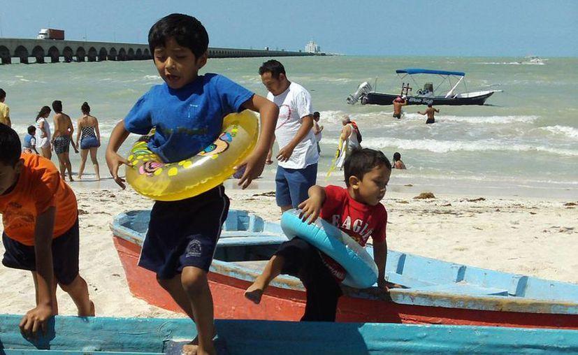 Los yucatecos acostumbran ir a la playa en estos días. La imagen es de Progreso. (SIPSE)