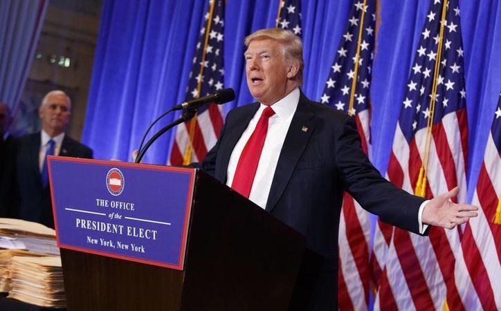 Donald Trump ha dicho que se alejará totalmente de sus negocios para asumir la presidencia de EU. (AP/Evan Vucci)