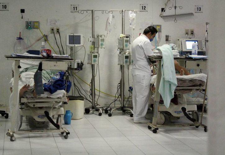 Los familiares cubren los gastos de los insumos para los pacientes. (Luis Soto/SIPSE)