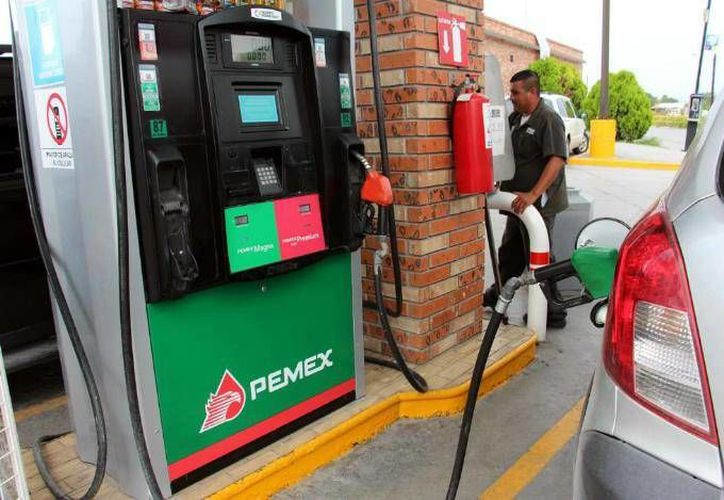 Hacienda indicó que es previsible que el próximo año el precio de las gasolinas se eleve, ante mayores de costos de energéticos. (Archivo/Agencias)