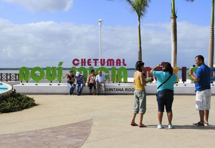 Las cibernautas podrán consultar los hoteles, restaurantes, sitios turísticos y de cultura que ofrece la capital del Estado. (Harold Alcocer/SIPSE)