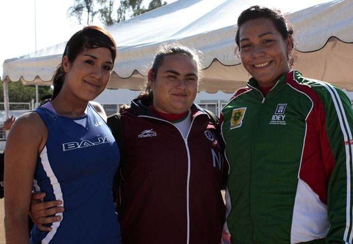 La yucateca Cecilia Dzul (d) quiere alcanzar el lanzamiento de 17 metros como marca personal.(Milenio Novedades)