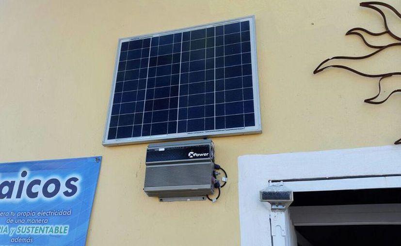 Para una instalación de este tipo, se requiere el panel solar y el inversor. (Victoria González/SIPSE)