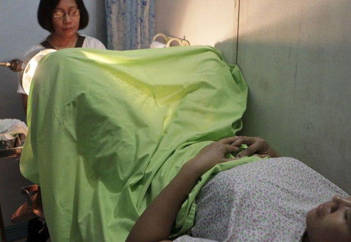 Como consecuencia de las cuatro interrupciones de los embarazos, la fémina enfermó y acabó falleciendo. (RT)