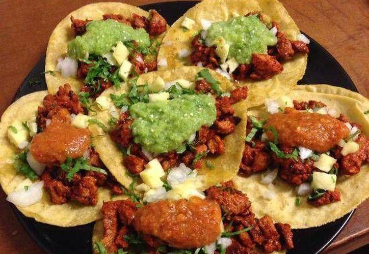 Los estudiantes tomaron como muestra una orden de cinco tacos al pastor con cebolla, cilantro, piña, salsa taquera y limón. (Contexto/Internet)