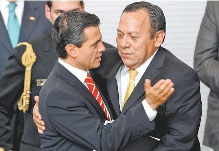 Camaradería entre partidos fue lo común durante el acto protocolario. (Milenio)