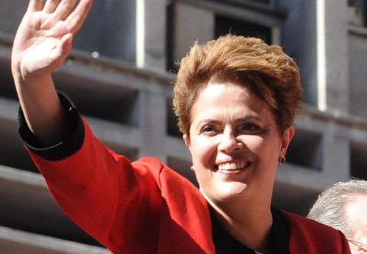 La Presidenta viste habitualmente tonos rojo intenso. (Archivo/Agencias)